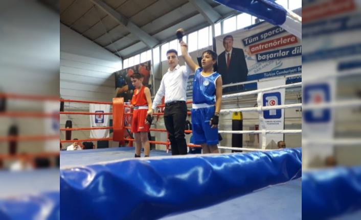 Mamak'ın altın yumrukları şampiyon oldu.