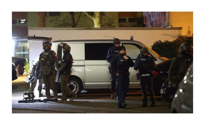 Almanya'da iki silahlı saldırıda dokuz kişi yaşamını yitirdi