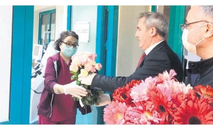 Başkentte çicekçilerden sağlık çalışanlarına destek