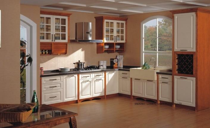 Eski mutfak dolaplarınızın rengini değiştirerek yenileyebilirsiniz. İşte yöntemleri