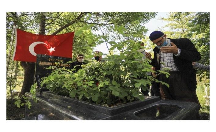 Abdurrahim Karakoç vefatının 8. yılında kabri başında anıldı