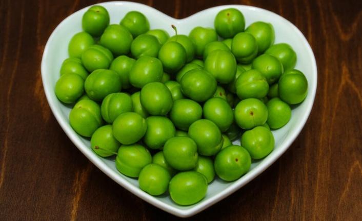 Yeşil erik tüketmenin faydaları