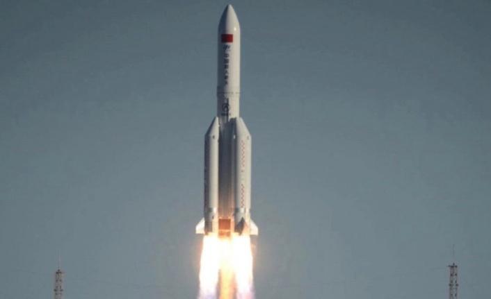 """Çin'in uzaya gönderdiği roket kontrolden çıktı: Dünya'ya """"kontrolsüz giriş"""" yapabilir"""