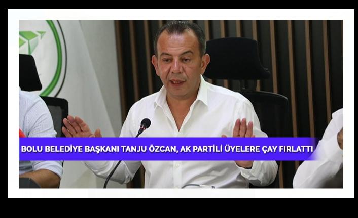 Bolu Belediye Başkanı Tanju Özcan, AK Partili üyelere kürsüden çay attı