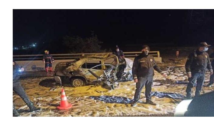 Ankara'da üst geçide çarparak yanan aracın sürücüsü yaşamını yitirdi