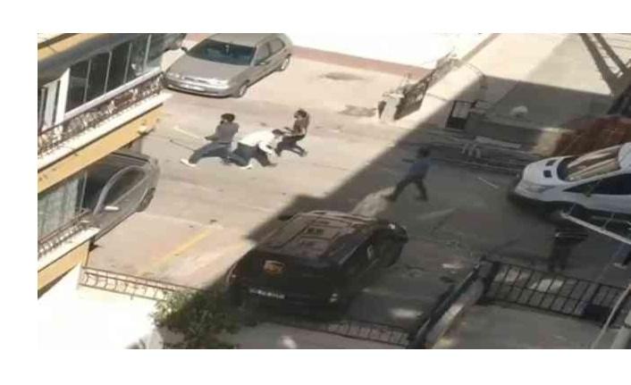 Hastanede park yeri kavgasından sonra kaçarken 2 kişiyi de ezdi