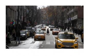 Otoparka dönen caddeler trafik sıkışıklığı yaşatıyor!