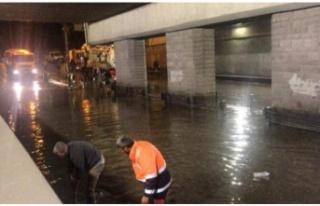 Ankara'daki sağanakta 250 ev ve iş yerini su...