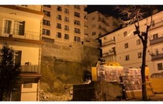 Ankara'da, temeli kayan apartman nedeniyle 21...