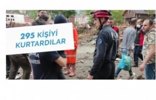 295 kişiyi felaketten çekip kurtardılar