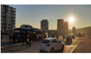 Ankara'da kaza yapan araç durağa daldı