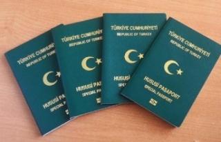 Sözleşmeli personelin yeşil pasaport hakkı var...