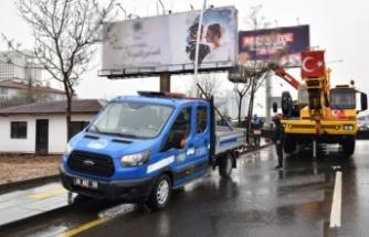 Ankara'da izinsiz tabela ve totemler sökülüyor