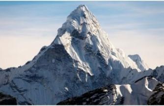 Dünyanın en yüksek zirvesi Everest Dağı ne kadar yüksek?