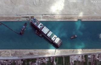 """Süveyş Kanalı'nda karaya oturan """"Ever Given"""" kurtarıldı"""